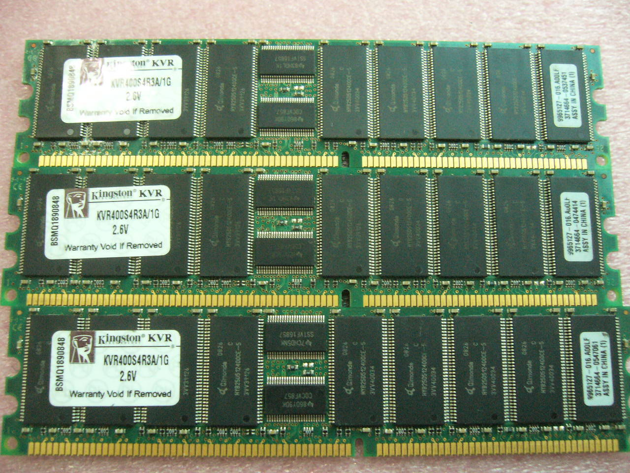 1x 1 GB Speicher Kingston KVR400S4R3A / 1G PC-3200R ECC Registered Server